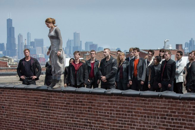 Tris takes the leap to self-discovery. Image courtesy of Summit Entertainment.